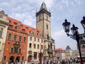 Как называются часы на Староместской площади в Праге?