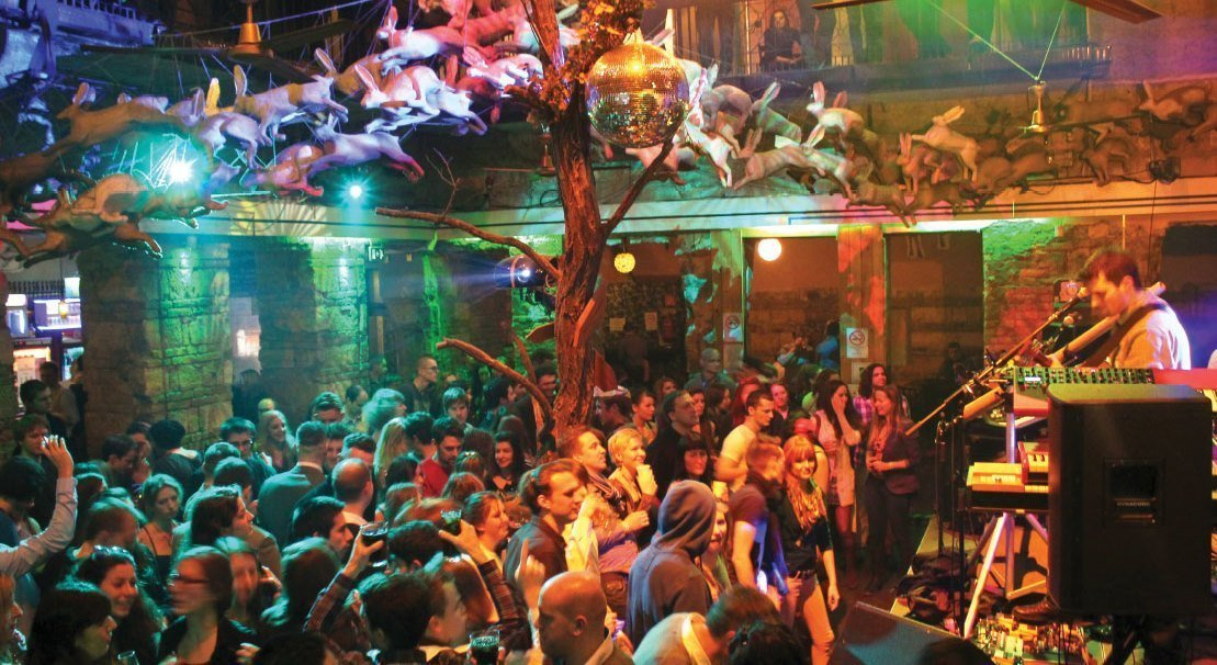 Секретные бары и клубы Будапешта Швейк Тур